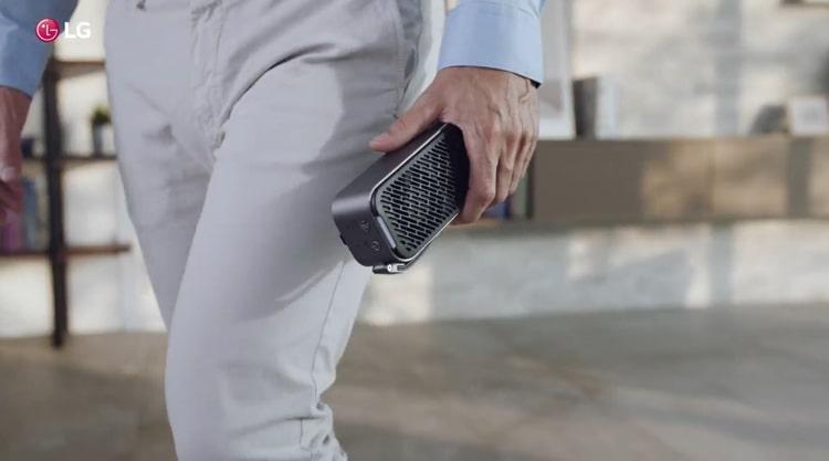 Máy lọc không khí LG Puricare mini có kích thước nhỏ gọn, bạn có thể dễ dàng mang theo bên mình mọi lúc mọi nơi