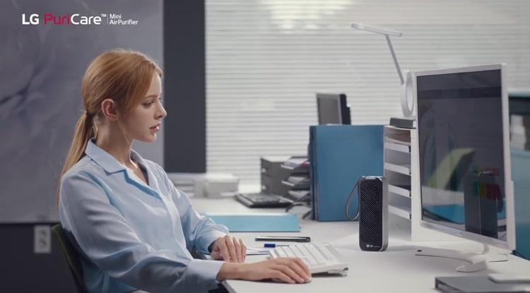 Máy lọc không khí LG Puricare mini bảo vệ bạn khỏi ô nhiễm không khí trong văn phòng