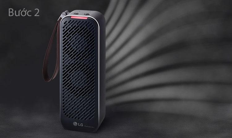 Bước 2: Máy lọc không khí LG Puricare mini với động cơ biến tần kép hút các chất ô nhiễm nhanh hơn